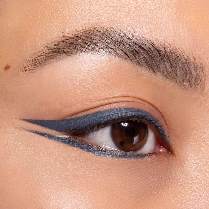 eyeliner di colore grigio