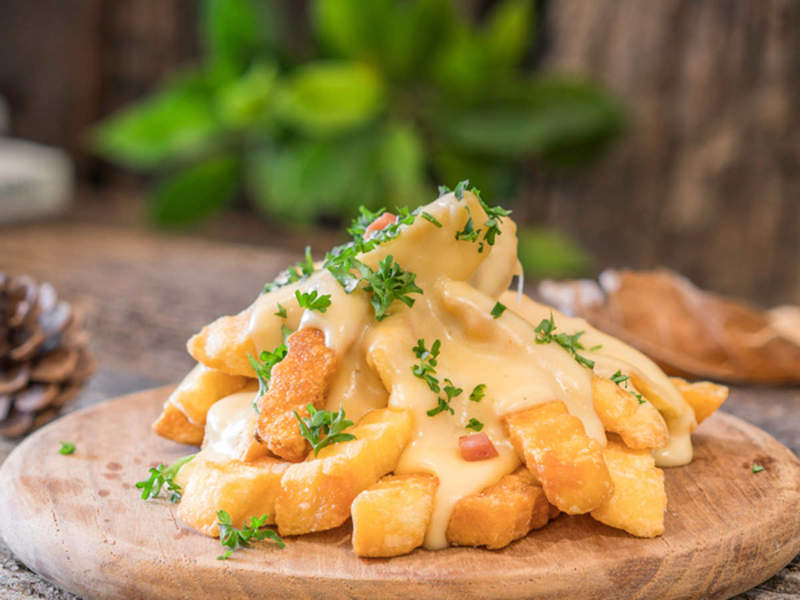 patatine fritte fatte in casa con formaggio cheddar