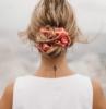 come raccogliere i capelli in modo elegante con scrunchie
