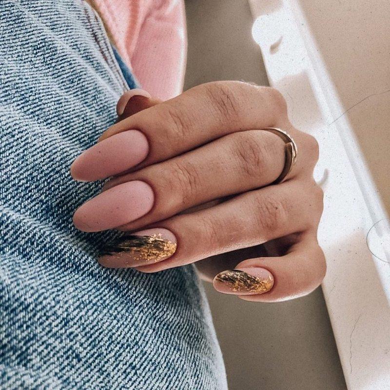manicure mandorla smalto rosa opaco