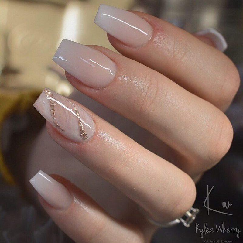 unghie bianco latte accent nail