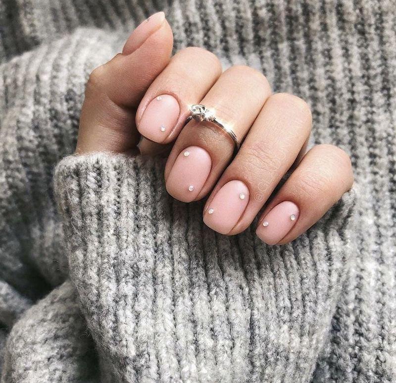 unghie rosa cipria con brillantini